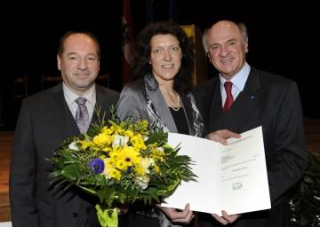Mag. Alexandra Grabner-Fritz mit ihrem Vorgänger als Bezirkshauptmann von Neunkirchen Dr. Heinz Zimper und Landeshauptmann Dr. Erwin Pröll.