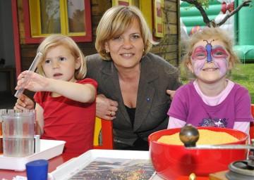 Familien-Landesrätin Mag. Barbara Schwarz zu Besuch im Eltern-Kind-Zentrum St. Pölten-Ratzersdorf.