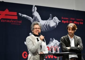 Landesrätin Petra Bohuslav und der künstlerische Leiter Thomas Edlinger bei der Präsentation des Programms des Donaufestivals 2018.