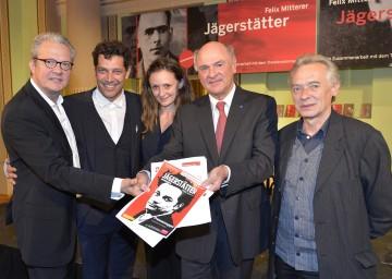 Präsentierten Zusammenarbeit:  Josefstadt-Direktor Herbert Föttinger, Haag-Intendant Gregor Bloéb, Darstellerin Gerti Drassl, Landeshauptmann Dr. Erwin Pröll und Autor Felix Mitterer.
