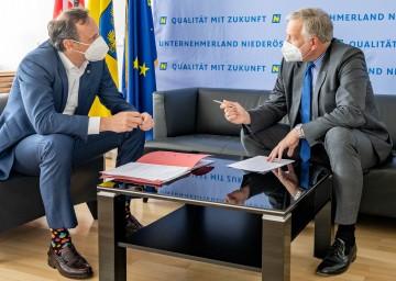 Wirtschaftslandesrat Jochen Danninger und Arbeitsmarkt-Landesrat Martin Eichtinger über die aktuelle Lage am Arbeitsmarkt und in der Wirtschaft