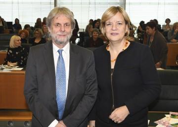 Univ.-Prof. Gottfried Biewer (Institut für Bildungswissenschaften, Uni Wien) mit Landesrätin Barbara Schwarz (v.l.n.r.)