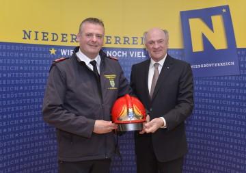 Landeshauptmann Dr. Erwin Pröll und Landesfeuerwehrkommandant Dietmar Fahrafellner präsentierten die Einsatzbilanz 2013.