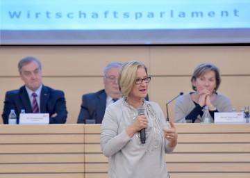 Die gut funktionierende Zusammenarbeit zwischen dem Land Niederösterreich, der NÖ Wirtschaftskammer und allen Wirtschaftstreibenden im Land betonte Landeshauptfrau Johanna Mikl-Leitner beim Wirtschaftsparlament der Wirtschaftskammer Niederösterreich im WIFI St. Pölten.