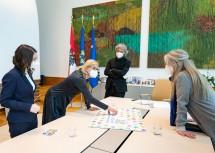 Kursteilnehmerin Florentina Sinnreich (v. l.), Landeshauptfrau Johanna Mikl-Leitner, Lehrgangsleiter Hannes Raffaseder und Abteilungsleiterin Martina Höllbacher (Abteilung Wissenschaft und Forschung).