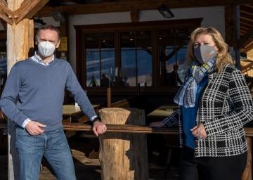 Wirtschafts-Landesrat Jochen Danninger und Bürgermeisterin von Waidhofen an der Thaya Eunike Grahofer