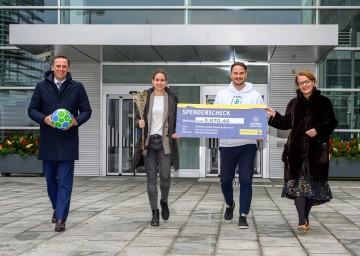 Sportlandesrat Jochen Danninger, SPIELERPASS-Testimonial Nina Burger, SPIELERPASS-Gründer Niko Karner, Landesrätin Christiane Teschl-Hofmeister.