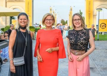 Bundesministerin Klaudia Tanner, Landeshauptfrau Johanna Mikl-Leitner und Bundesministerin Margarete Schramböck bei der Eröffnung des 15. Grafenegg Festivals