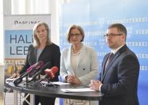Pressekonferenz zum ASFINAG-Bauprogramm 2018 in Niederösterreich: ASFINAG-Vorstandsdirektorin Karin Zipperer, Landeshauptfrau Johanna Mikl-Leitner und Landesrat Ludwig Schleritzko (v.l.n.r.)
