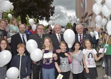 Im Bild von links nach rechts: Vizebürgermeister Franz Freitag, Bürgermeister Franz Engelmaier, Landeshauptmann Dr. Erwin Pröll und Botschafter Sergej Netschajew.
