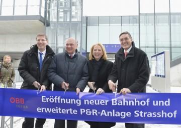 Im Bild: ÖBB-Vorstandsmitglied Franz Seiser, Landeshauptmann Dr. Erwin Pröll, Verkehrsministerin Doris Bures und Bürgermeister Ludwig Deltl.