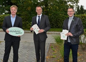 v.l.n.r.: Michael Duscher – Geschäftsführer der Niederösterreich Werbung, Jochen Danninger – Tourismuslandesrat, Harald Pollak – Obmann der Niederösterreichischen Wirtshauskultur
