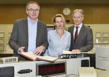 Im Bild von links nach rechts: Landesrat Dr. Stephan Pernkopf, GLOBAL 2000 Atomexpertin Mag. Patricia Lorenz und EVN-Vorstandssprecher Dr. Peter Layr.