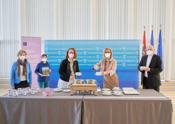 Beim Fastensuppenessen (von links): Anna Rosenberger, Anna Raab, Landesrätin Christiane Teschl-Hofmeister, Landeshauptfrau Johanna Mikl-Leitner und Bischof Alois Schwarz.