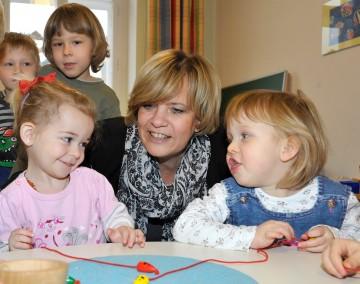 Familien-Landesrätin Mag. Barbara Schwarz freut sich über den bedarfsorientierten Ausbau der Kinderbetreuung in Niederösterreich.