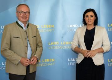 Land- und Forstwirtschaft: Die neuen Investitionsprämien, vor dem Hintergrund der Corona-Krise, waren die Themen einer Pressekonferenz von LH-Stellvertreter Stephan Pernkopf und Bundesministerin Elisabeth Köstinger in St. Pölten.