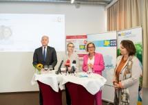 Bei der Pressekonferenz: Landesrat und NÖGUS-Vorsitzender Martin Eichtinger, die ÖPGK-Vorsitzende Christina Dietscher, Landeshauptfrau Johanna Mikl-Leitner und die Generaldirektor-Stellvertreterin der NÖ GKK, Petra Zuser.