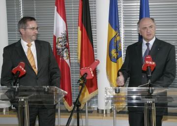 Brandenburgs Ministerpräsident Matthias Platzeck stattete Landeshauptmann Dr. Erwin Pröll im NÖ Landhaus in St. Pölten einen Besuch ab.