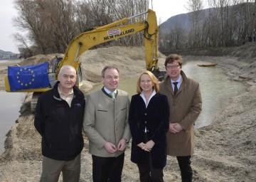 Donau-Auen wurde Lebensader geschenkt: Nationalparkdirektor Mag. Carl Manzano, Naturschutz-Landesrat Dr. Stephan Pernkopf, BM Doris Bures und Geschäftsführer DI Hans-Peter Hasenbichler (via donau) (v.l.n.r.)