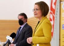 Landesrätin Teschl-Hofmeister informierte über das gemeinsame Ferienangebot mit WKNÖ-Präsident Ecker.