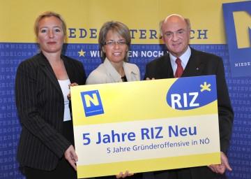 5 Jahre Gründeragentur RIZ: Geschäftsführerin Mag. Petra Patzelt, Landesrätin Dr. Petra Bohuslav, Landeshauptmann Dr. Erwin Pröll (v. l. n. r.)