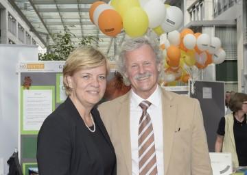 Aktionstag der NÖ Pflegeheime: Sozial-Landesrätin Mag. Barbara Schwarz und Direktor Ing. Dietmar Stockinger, Obmann der ARGE Heime NÖ (v.l.n.r.)