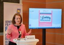 Frauen-Landesrätin Christiane Teschl-Hofmeister bei der Pressekonferenz zum 110. Internationalen Frauentag.