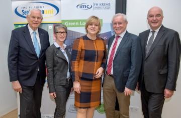 Eröffnung der dritten SeniorInnenUNI an der IMC Fachhochschule Krems mit Heinz Boyer (links), Bildungs- und Senioren-Landesrätin Barbara Schwarz (Mitte) und Prof. Karl Ennsfellner (rechts).