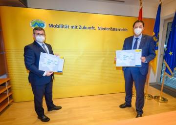 Mobilitätslandesrat Ludwig Schleritzko und Straßenbaudirektor Josef Decker präsentierten das Straßenbauprogramm (v.l.n.r.)