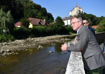 Fünf Millionen Euro für regionale Maßnahmen zum Schutz vor den Auswirkungen des Klimawandels stellt der Klima- und Energiefonds zur Verfügung. Das Land NÖ fördert KLAR-Regionen in Phase 3 zusätzlich mit 1.000 Euro für jede Gemeinde, informiert Pernkopf.