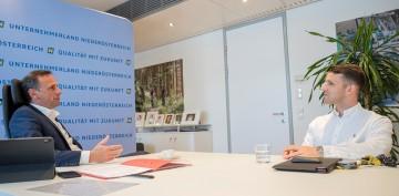 Circly-Gründer Eric Weisz im Gespräch mit Landesrat Jochen Danninger.