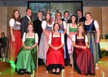 NÖ Weingala in Grafenwörth mit Amtsübergabe der Weinkönigin und zahlreichen Gästen.