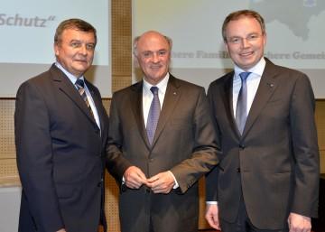 Landeshauptmann Dr. Erwin Pröll, Landesrat Dr. Stephan Pernkopf mit Johann Hofbauer, Obmann des NÖ Zivilschutzverbandes