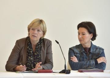 Bildungs-Landesrätin Mag. Barbara Schwarz und Bundesministerin Gabriele Heinisch-Hosek beim heutigen Bildungsgipfel in St. Pölten. (v.l.n.r.)
