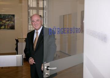 Landeshauptmann Dr. Erwin Pröll informierte über die Errichtung von Kompetenzzentren an den Bezirkshauptmannschaften.