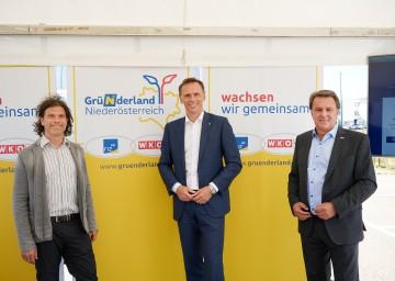 Nikolaus Mayerhofer (Gründer, AVILOO), LR Jochen Danninger, Präsident WKNÖ Wolfgang Ecker
