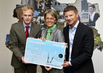 Mag. Markus Redl von der Niederösterreichischen Bergbahnen-Beteiligungsgesellschaft, LR Dr. Petra Bohuslav und Dr. Markus Schröcksnadel arbeiten gemeinsam an der zukünftigen Gestaltung des Hochkars.