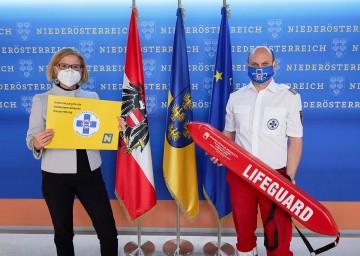 Unterstützung für die Niederösterreichische Wasserrettung: Im Bild Landeshauptfrau Johanna Mikl-Leitner und Markus Schimböck, Präsident der Österreichischen Wasserrettung, Landesverband Niederösterreich<br />