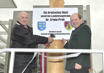 Landeshauptmann Dr. Erwin Pröll und der Bürgermeister der Gemeinde Bergern, Mag. Roman Janacek.