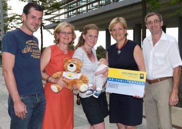 Im Bild von links nach rechts: Alexander Rauscher, Christine Keiblinger, Birgit Rauscher, Max Johannes Rauscher, Landesrätin Mag. Barbara Schwarz und Josef Keiblinger.