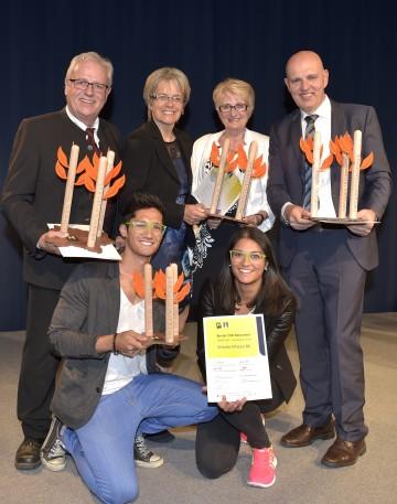 Auszeichnung: Friedrich Riess (Riess KELOmat), Wirtschafts-Landesrätin Dr. Petra Bohuslav, Monika Crepaz (Moniletti), Johann Reiter (Vetropack) sowie Julia Ramsmaier und Alberta Nodale (beide Frische Fritzen; vorne unten). (v.l.n.r.)