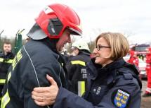 Landeshauptfrau Johanna Mikl-Leitner dankte vor Ort den Einsatzkräften.