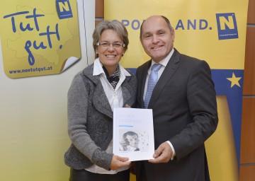 Landesrätin Dr. Petra Bohuslav und Landeshauptmann-Stellvertreter Mag. Wolfgang Sobotka präsentierten die aktuelle Studie über die tägliche Bewegungsstunde.