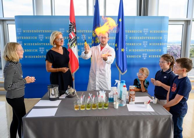 """Wissenschaft im Unterricht: """"Science goes School"""" startet ins Wintersemester"""