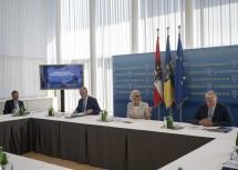 """Landeshauptfrau Johanna Mikl-Leitner bei der gemeinsamen Besprechung zur """"Landesstrategie Niederösterreich 2030"""" mit den Kollegen aus der Landesregierung."""