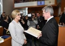 Die Angelobung der Landeshauptfrau wurde durch den neuen Landtagspräsidenten Karl Wilfing vorgenommen.