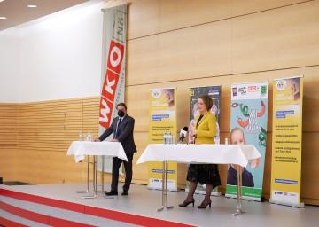 Stellten die Kinder Business Week und die WIFI Kids Academy vor (v.l.): WKNÖ-Präsident Wolfgang Ecker und Landesrätin Christiane Teschl-Hofmeister