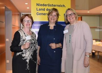 Kristín Ástgeirsdóttir vom Isländischen Gleichstellungszentrum, Landesrätin Mag. Barbara Schwarz und Svanhvit Adalsteinsdottir  von der NATO Brüssel. (v.l.n.r.)