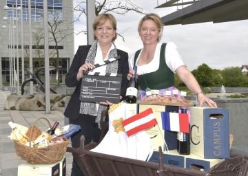 Freuen sich darüber, dass Niederösterreich mit Wein und Schmankerl in Cannes vertreten ist: Landesrätin Mag. Barbara Schwarz und NÖ Kellermeisterin Judith Hartl. (v.l.n.r.)