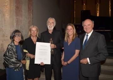 Verleihung des Globart Award: Intendantin Prof. Heidemarie Dobner, Susie Haneke, Preisträger Michael Haneke, Laudatorin Sandra Kegel und Landeshauptmann Dr. Erwin Pröll (v. l. n. r.).